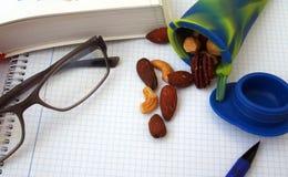 Studentensnack, verschillende noten in siliconebuis Stock Fotografie