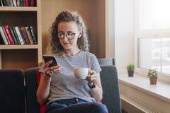 Studentenstudieren Online-Marketing, Bildung, E-Commerce, Social Media Stockbild