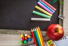 Studentenversorgungen mit Apfel Lizenzfreie Stockbilder