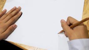 Studentenzeichnung auf weißes peper Draufsicht summen herein voller Rahmen laut Lizenzfreies Stockbild