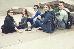 Studenter förbereder sig för grupper Royaltyfri Fotografi