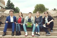 Studenter förbereder sig för grupper Royaltyfri Bild