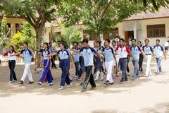 Studenter firar självständighetsdagen, in - Nusa Penida, Indonesien Royaltyfri Fotografi