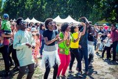 Studenter från dans för afrikanska länder på festivalen för stadsfamiljvälgörenhet fotografering för bildbyråer