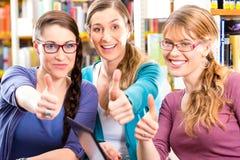 Studenter i arkiv är en lärande grupp Arkivfoto