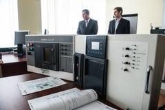 Studenter i gruppen av elektrisk utrustning Schneider Electric Royaltyfria Bilder