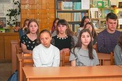 Studenter i klassrumet royaltyfri foto