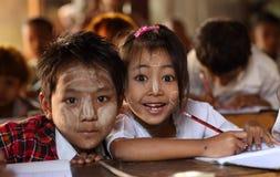 Studenter i Mandalay Royaltyfria Foton
