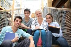Studenter i universitetsområde Royaltyfria Bilder