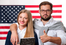 Studenter lär engelska som ett utländskt språk amerikanska flaggan fotografering för bildbyråer