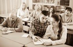 Studenter på förlängningskurser arkivbilder