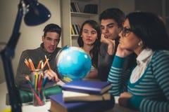Studenter som lär royaltyfri foto