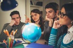 Studenter som lär arkivfoto