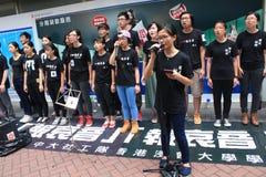 Studenter som sjunger händelsen för att memorera Kina Tiananmen fyrkantprotester av 1989 Arkivfoto