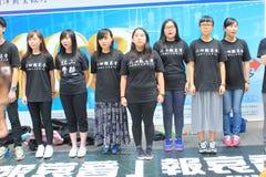 Studenter som sjunger händelsen för att memorera Kina Tiananmen fyrkantprotester av 1989 Arkivbild