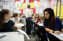 Studentes die het examen bedriegen Stock Afbeelding