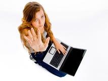 Studentessa bionda con il taccuino del calcolatore Immagini Stock Libere da Diritti
