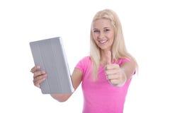 Studentessa bionda isolata con la compressa digitale ed il pollice su Fotografia Stock Libera da Diritti