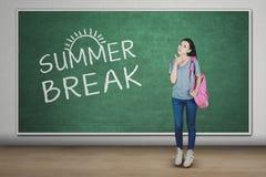 Studentessa caucasica con la rottura di estate Fotografia Stock Libera da Diritti
