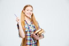 Studentessa con i libri che pensa a qualcosa Immagini Stock Libere da Diritti