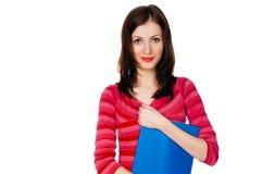 Studentessa con un dispositivo di piegatura blu Fotografie Stock Libere da Diritti