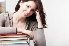 Studentessa di college con i libri Fotografia Stock Libera da Diritti