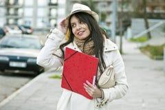 Studentessa di college con il telefono Fotografia Stock Libera da Diritti