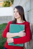 Studentessa di college fresca attraente fuori Immagine Stock