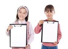 Studentessa due una bella con il blocchetto per appunti Fotografie Stock