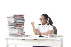 Studentessa e grande del libro su fondo bianco Fotografia Stock Libera da Diritti