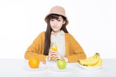 Studentessa e la suoi frutta e latte Fotografie Stock