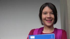 Studentessa graziosa di risata archivi video