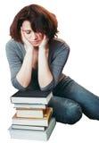 Studentessa matura di medio evo stanco che si siede nella biblioteca con gli occhi chiusi Fotografia Stock Libera da Diritti