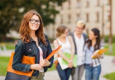 Studentessa nei eyglasses con le cartelle Fotografia Stock