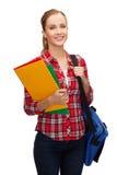 Studentessa sorridente con la borsa e le cartelle Fotografia Stock