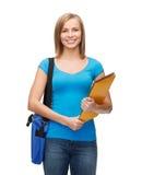 Studentessa sorridente con la borsa e le cartelle Immagine Stock
