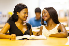 Studentesse di college africane Fotografie Stock Libere da Diritti