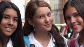 Studentesse teenager sorridenti felici Fotografie Stock Libere da Diritti