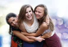 Studentflickor som har gyckel Royaltyfria Foton
