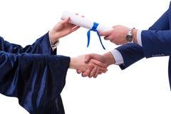 Studenthäleridiplomet efter avläggande av examen Royaltyfria Bilder