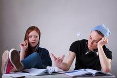 Studenti adolescenti annoiati Fotografie Stock Libere da Diritti