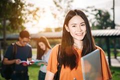 Studenti adolescenti asiatici nel parco Fotografia Stock Libera da Diritti