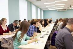 Studenti alla riunione con il direttore della banca di nord-ovest, Sberbank, Russia Fotografia Stock Libera da Diritti