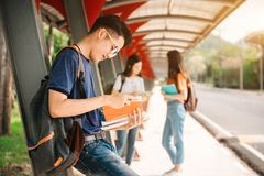 Studenti asiatici nell'università Fotografie Stock
