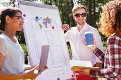 Studenti attenti che fanno il loro progetto di compito Immagini Stock