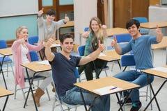 Studenti in aula che dà i pollici su Fotografia Stock Libera da Diritti