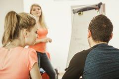 Studenti in aula che imparano l'inglese Fotografie Stock