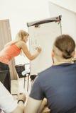 Studenti in aula che imparano l'inglese Fotografie Stock Libere da Diritti