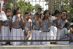 studenti che aspettano l'evento Fotografie Stock