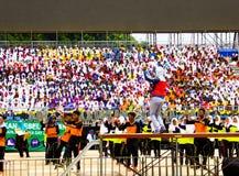 Studenti che ballano e che celebrano Hari Merdeka Immagini Stock